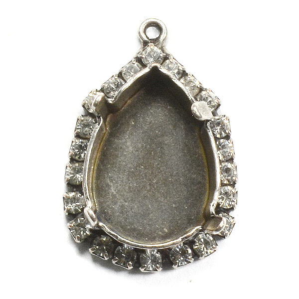 18x13mm Pear shape stone setting with Rhinestones and top loop