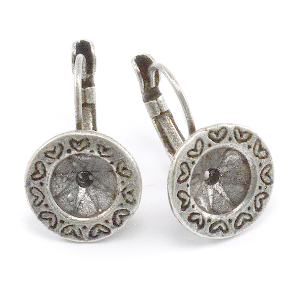 39ss Round Earring settings decorated with Hearts