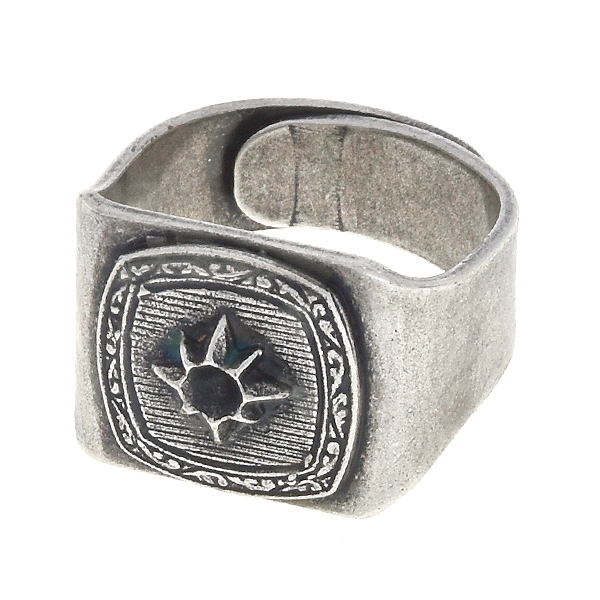 24pp Square with star on adjustable signet ring base