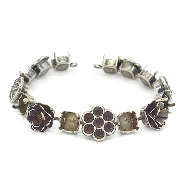 39s,32pp,14pp,8pp Bracelet base with flower elements-15 settings Two side loops