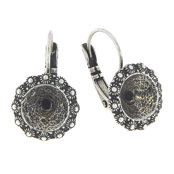 39ss Lever back earrings with Dutch decoration