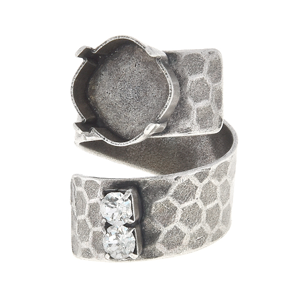 12x12mm Square spiral ring base with honeycombs print and 32pp Rhinestones