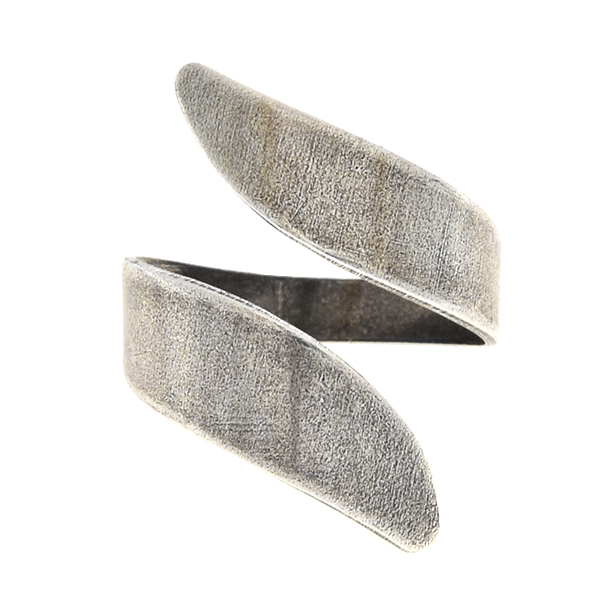 Open plain metal ring with wavy ends