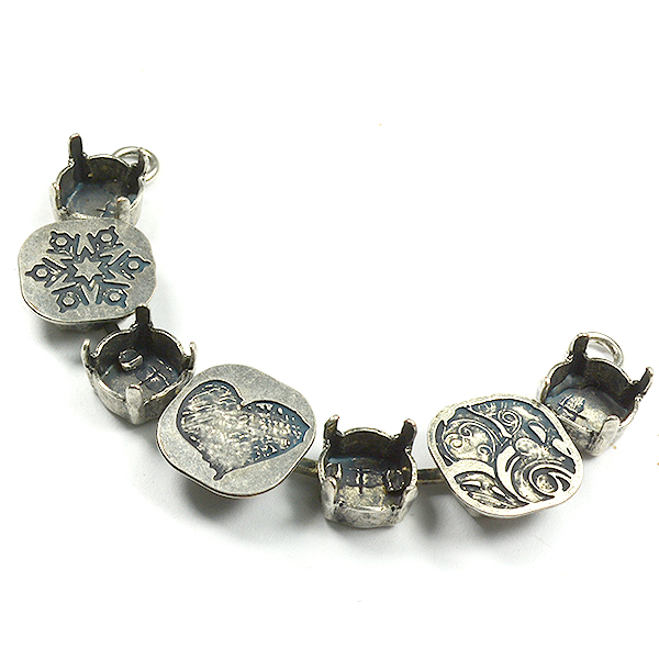39ss Necklace center piece with decorated elements