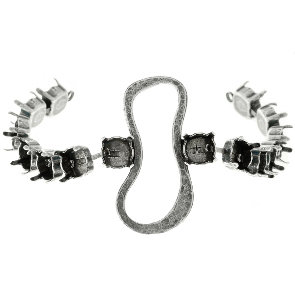39ss Cup chain with Hammered asymmetric peanut shape casting element in the middle Bracelet base - 14 settings