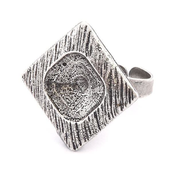 12x12mm Square setting in Lozenge shaped Ring base