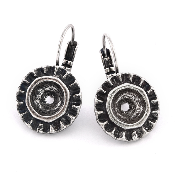 39ss round surrounded by frill earring base