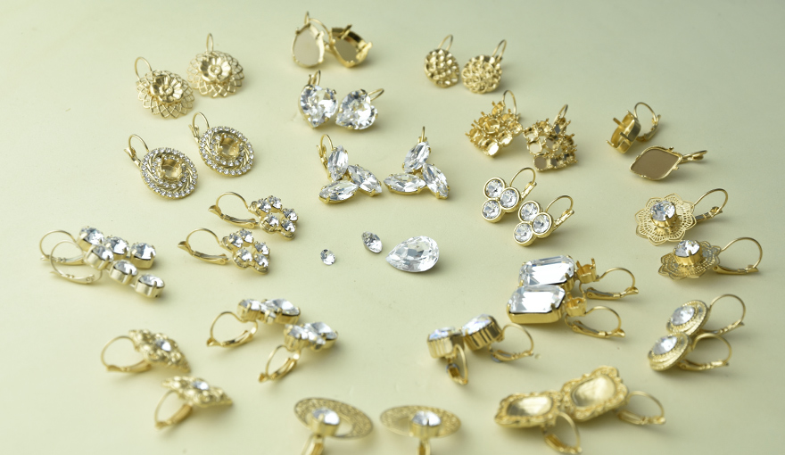 Bright Gold earring collection