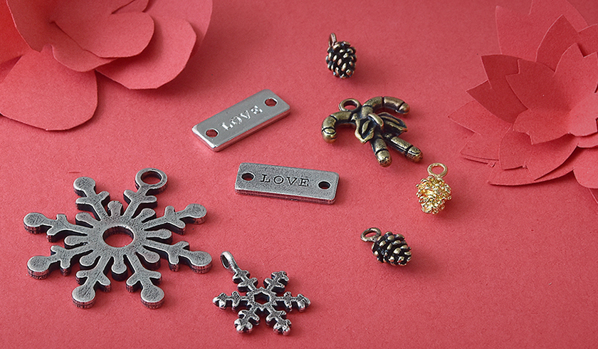 6 designing ideas with Christmas charms