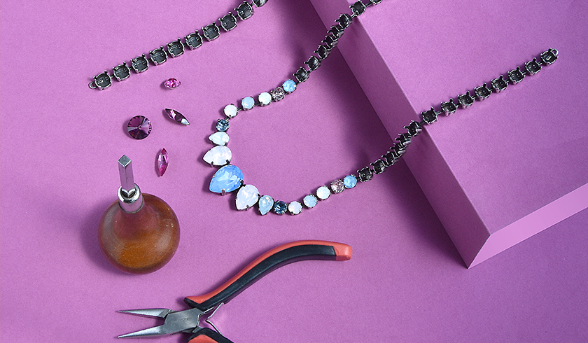 Fancy mixed size Necklaces with Swarovski crystals Inspiration