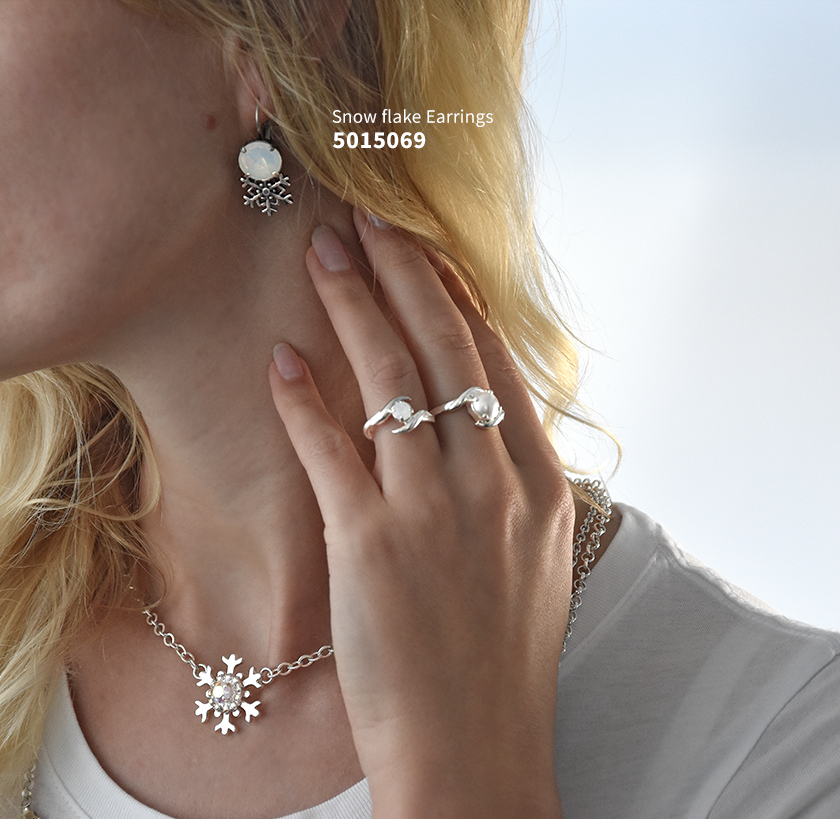 The DIY snowflake jewelry that will rise up your Christmas collection