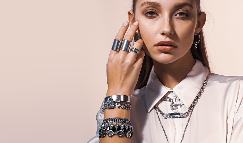 We all Chained with a metal. Styling ideas with chains