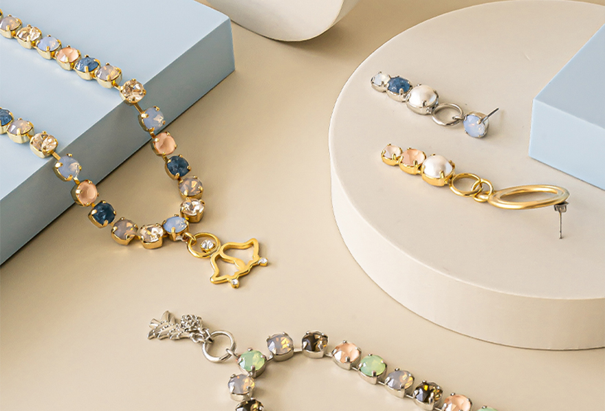 First call to your Christmas Jewelry Collection