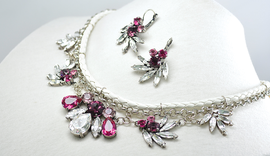 Crystal floral leather necklace