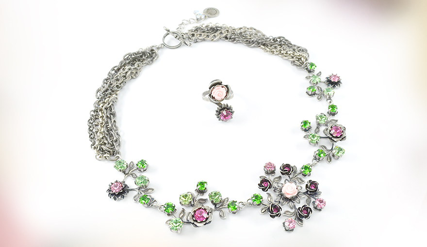 Flowers and leafs necklace