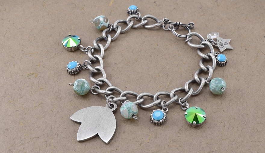 Charms and agate beads bracelet inspiration