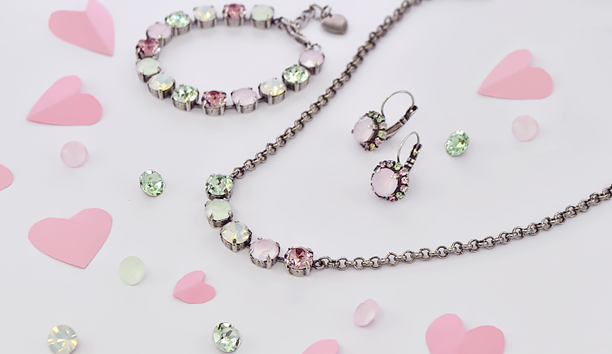 Pastel bright crystals in a 39ss jewelry set