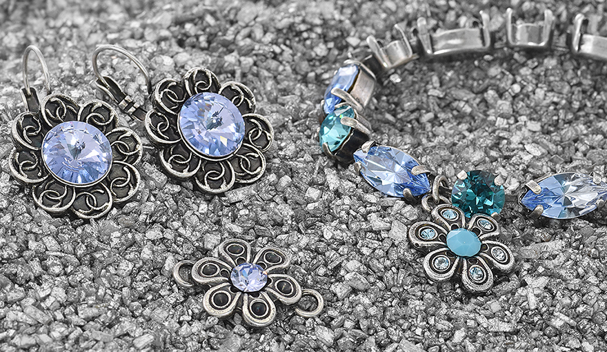 Decorated flower shape stone settings with SW crystals