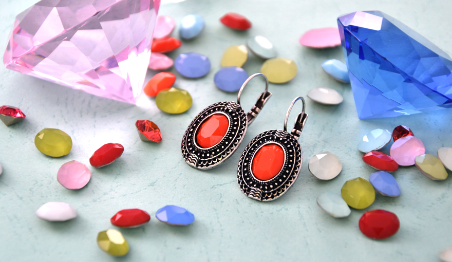 Decorated oval stone settings for creating an ethnic style jewelry