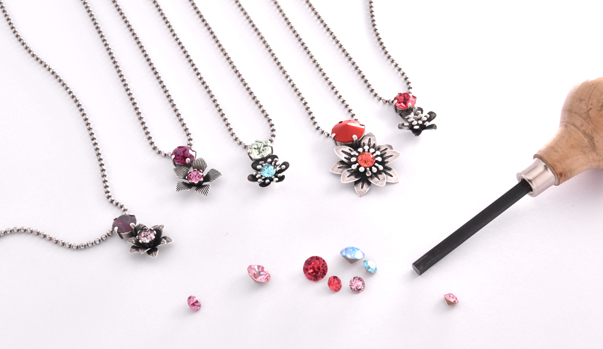 Flowers & crystals delicate necklaces