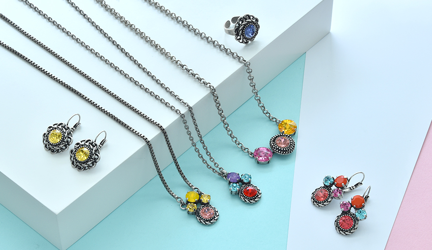 Exciting color inspiration for pendants and earrings