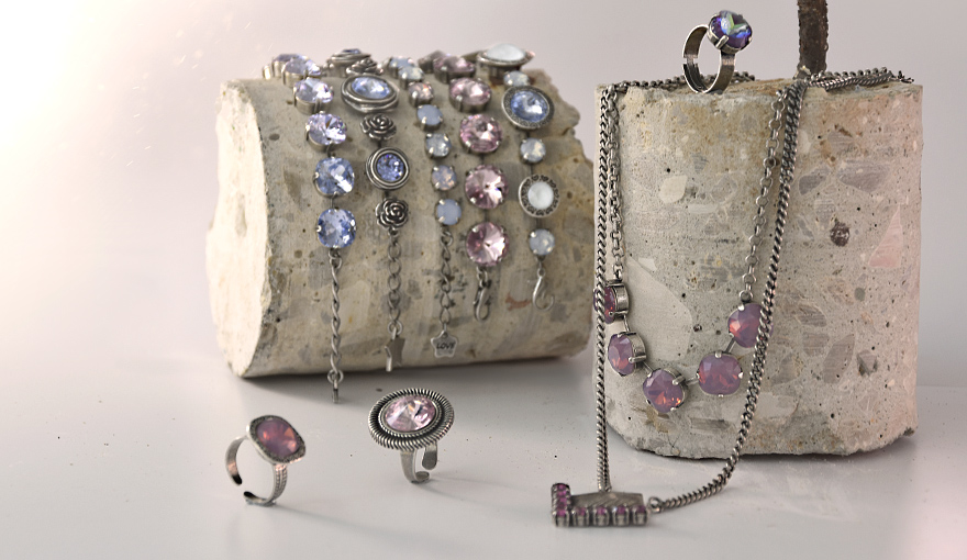 Stylish jewelry with a cool purple look