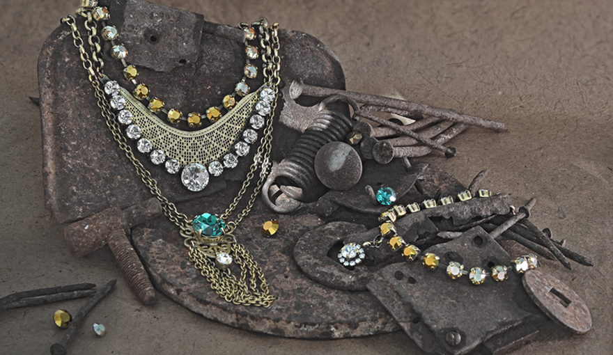 Dark gold Ethnic jewelry set with emerald crystals