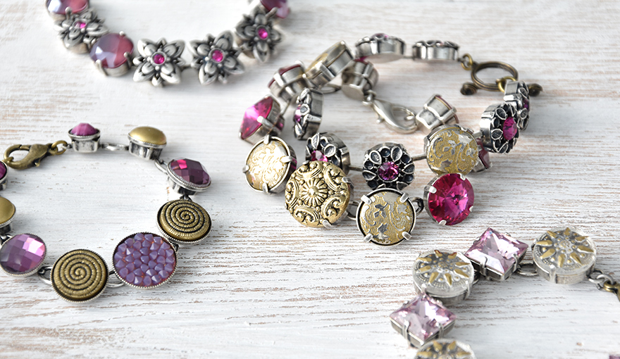 Bracelet with golden buttons and Purple SW crystals