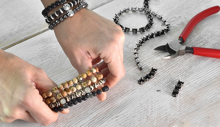 Wide bracelet with beads & crystals tutorial