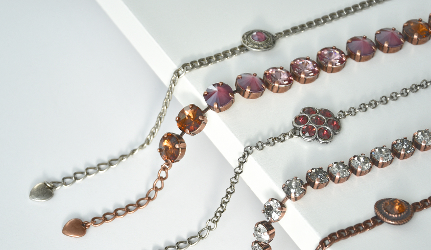 Elegant deep red colors for the almost finished jewelry